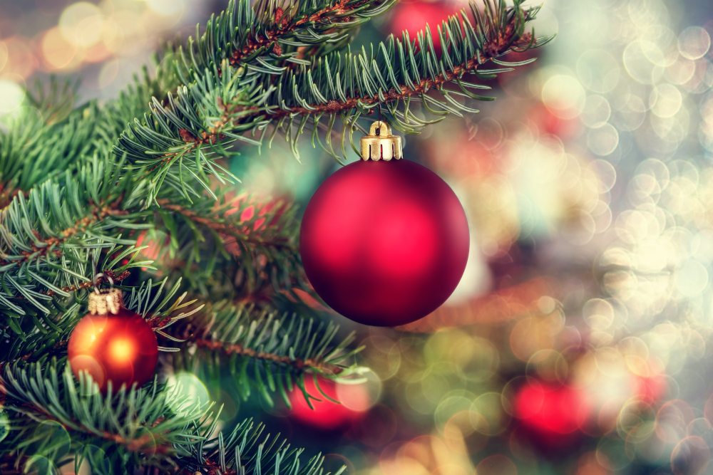 Kerstballen en slingers